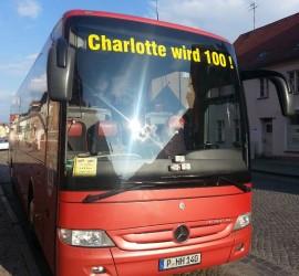 HuH Reisen sponsert den Bus zur Feier